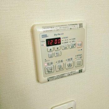 浴室乾燥機付き。冬に便利ですね〜。