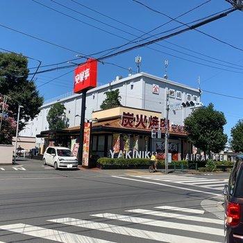 道中には飲食店もありますよ。