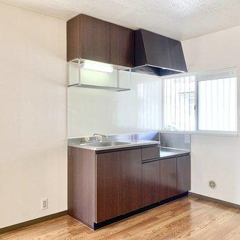 【DK】キッチン横には冷蔵庫が置けますね。