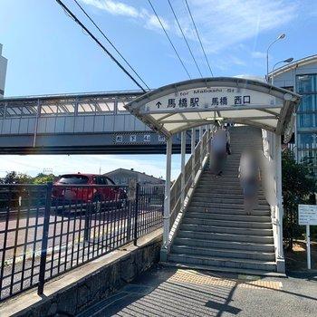 バス停からは駅の西口側が近いですよ。
