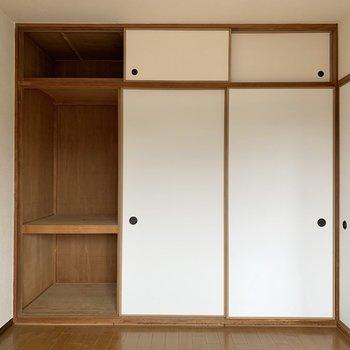 【洋室約6帖】収納はボックスを活用すると出し入れしやすいですよ。