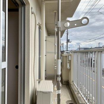 バルコニーは洋室から和室まで繋がってますよ。