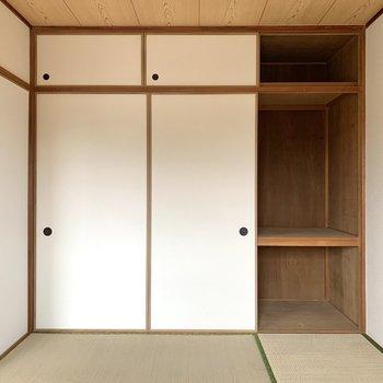 【和室】押入れは寝具も入りそうなサイズ。