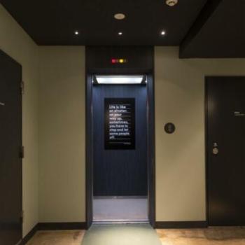 エレベーターで各フロアへ
