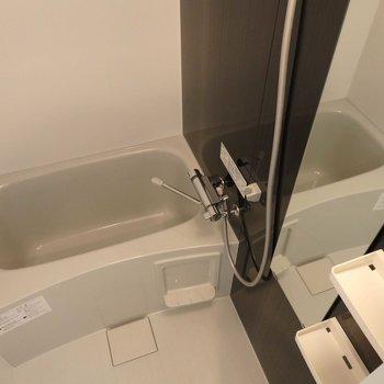 お風呂も広々。(※写真は4階同間取り別部屋のものです)