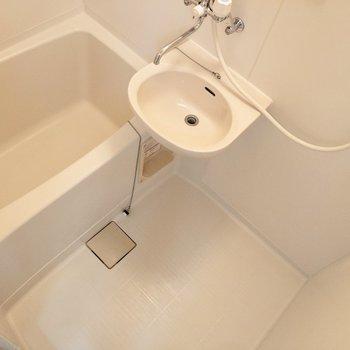 お風呂はシンプルな造り。