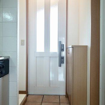 白の扉からは光も差し込みます。