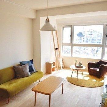 日当たりの良いリビングはソファで読書♫ ※画像はイメージです