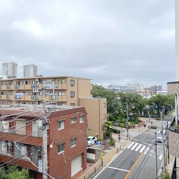 周りは住宅が広がります。