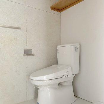 お隣はトイレです。