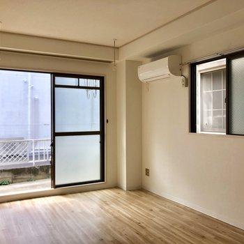 室内干し用の竿かけがあります。※写真は1階の同間取り別部屋のものです