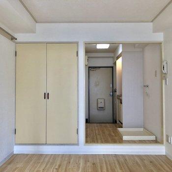 壁には、ハンガーポールが付いていますね。※写真は1階の同間取り別部屋のものです