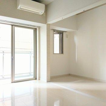 洋室は2.7帖。普段は開けて使うのがよさそう。(※写真は2階の同間取り別部屋のものです)
