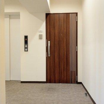 共用廊下は室内でホテルライク。とても綺麗。