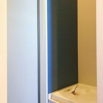 洗濯機置場は玄関となりに。※写真は3階の同間取り別部屋のものです