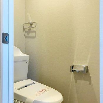 清潔感溢れるトイレ。※写真は3階の同間取り別部屋のものです