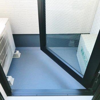 バルコニーはちょっぴりコンパクトに。※写真は3階の同間取り別部屋のものです