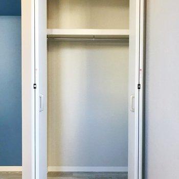 ラックを置いて収納力アップ◎※写真は3階の同間取り別部屋のものです