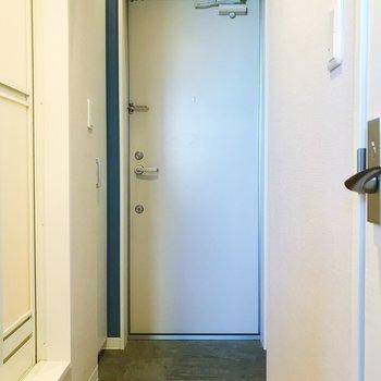 玄関はちょうどいい広さかな。※写真は3階の同間取り別部屋のものです