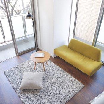 2人掛けソファを置いても、ゆとりのある広さです。