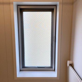 お風呂は窓付きです。