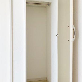 洋室はクローゼットが2つ。(※写真は2階の同間取り別部屋のものです)
