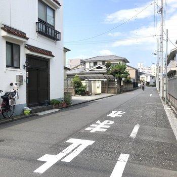 お部屋前の通りの様子。