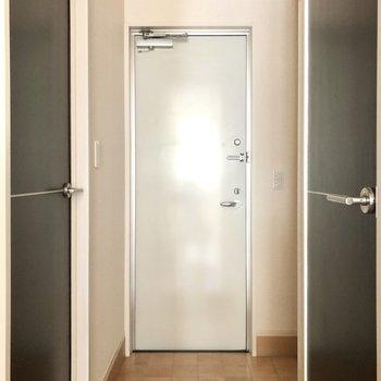 玄関は横幅ゆったりめ。