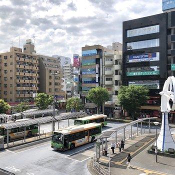 葛西駅前は大きなロータリーが広がっています。