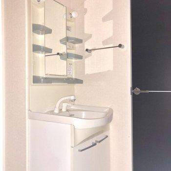 バタバタしがちな朝も大活躍の独立洗面台。