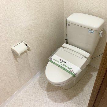 おトイレもウォシュレット付です。