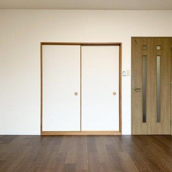 こちらの扉の向こうには、