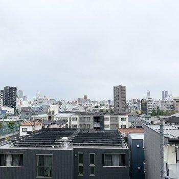 あいにくのお天気ですが、晴れていたら気持ちいいだろうな〜という眺望です。