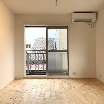 角部屋なので窓も多く、涼しい風が舞い込みます。