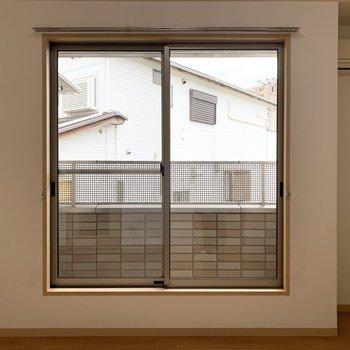 凹を逆さにしたような形の広さ7.25帖の洋室です。