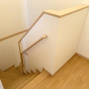 玄関へと続く階段です。