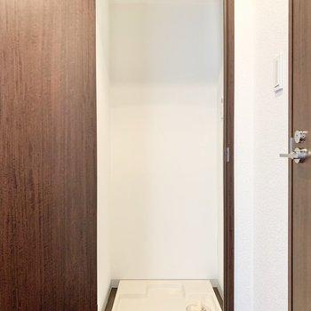 洗濯機置き場は、扉で目隠しできますよ。