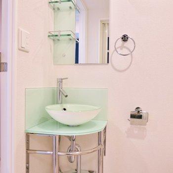 綺麗な洗面台です(※写真は9階同間取り別部屋のものです)