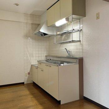 【LDK】キッチンは調理がしやすい広さ。