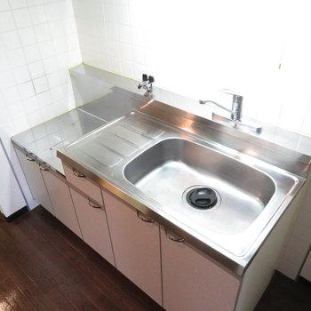 調理スペースはありますがコンロは購入願います(※写真は1階同間取り別部屋のものです)