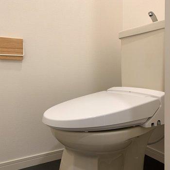 トイレはウォシュレットを新設し、小物も新しくしました