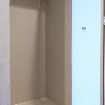 洗濯機置き場には小さな棚があります。※写真は前回募集時のもの