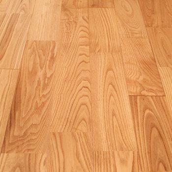 床にはヤマグリ無垢材のフローリングを。※写真は前回募集時のもの