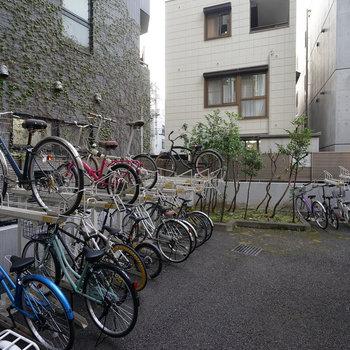 駐輪場は屋根が無かったので雨の日はカバーなどで対策しましょう。