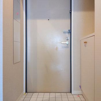 姿見付きの玄関です。※写真は前回募集時のもの
