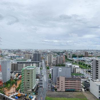 近隣の建物の中で一番高いので、眺望は抜けています。