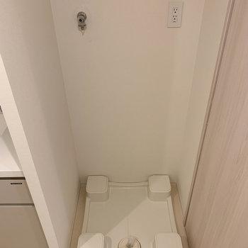 その右に洗濯機置き場。