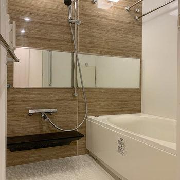 浴室乾燥暖房機や追い炊き付きのお風呂。