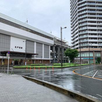 マンションと北戸田駅が目の前の距離です。
