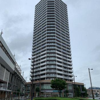 駅の目の前、30階建てのタワーマンション